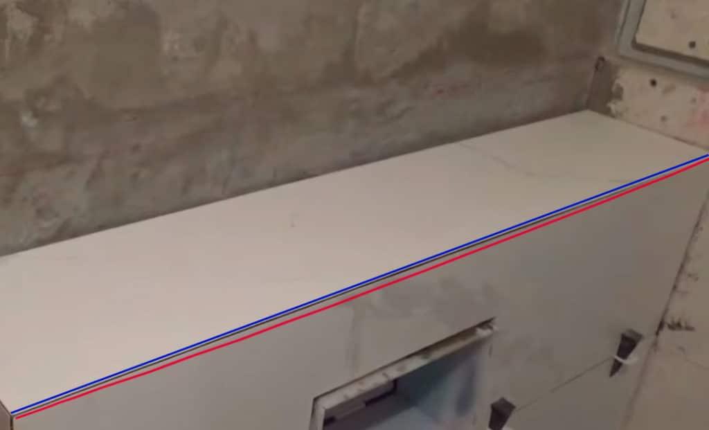 на фото плитка выгнутая посередине